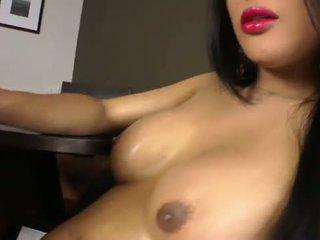 Asian ladyb-y sucking shemale dick