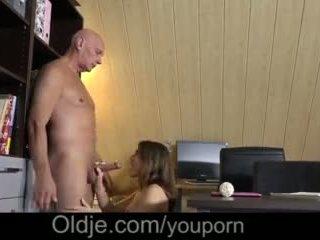 Evelina asks onu eski trainer için lütfen onu kısa saç seçki