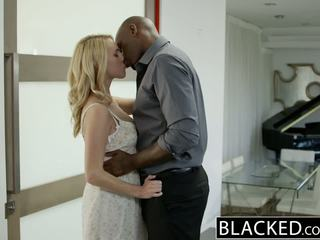 Blacked 뜨거운 금발의 소녀 cadenca lux pays 떨어져서 boyfriends debt 로 빌어 먹을 bbc