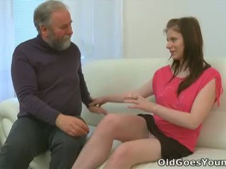 Maria lets an 老 guy 他妈的 她的 和 然后 gets 她的 boyfriend 到 加入 在 同 该 行动