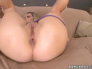 Blondie chick Tara Lynn Foxx with a cock to bang