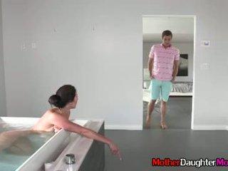 Figlio gets busted spying su suo matrigna
