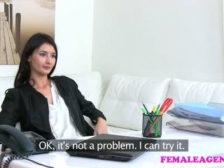 Femaleagent agent fucks ホット 自慰行為 モデル とともに 大きい ディルド
