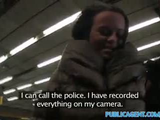 Publicagent ticket inspector fucks en passager med ikke ticket