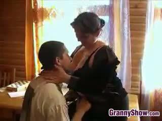 Tyňkyja garry mama getting some gotak in her