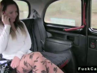 Forró segg barna szar -ban nyilvános fake taxi