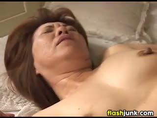meer oma, plezier vingerzetting neuken, heet slipje neuken