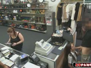 En søt hottie kvinne tries til selge henne stjålet ansatte men vi d