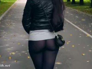 Jeny smith nagy magassarkú fekete harisnyatartó nyilvános séta