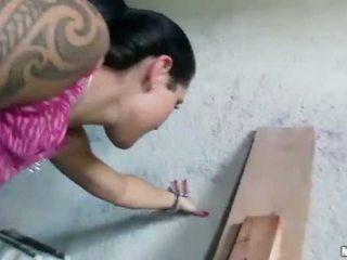 Čekiškas mergaitė agata pounded už dalis pinigai