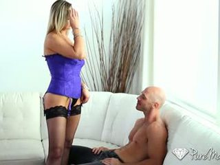 Hd puremature - milf abbey brooks licks schwanz