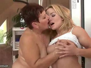 old, more lezzy action, any lezzies