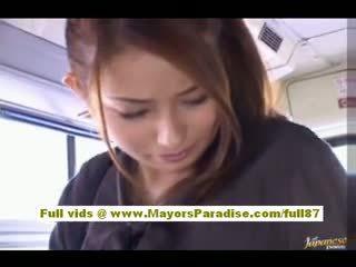Nao yoshizaki seksowne azjatyckie nastolatka na the autobus
