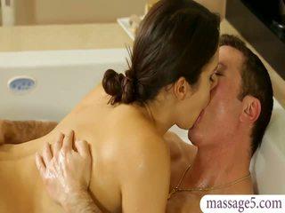 Uly emjekli masseuse valentina nappi gives massaž and fucked