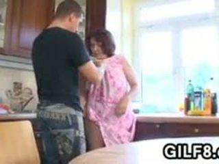 Grasso nonnina having sesso in il cucina
