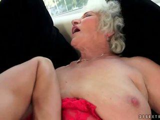 שובבי חזה גדול סבתא enjoys חם סקס