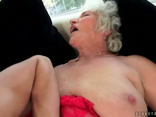 Άτακτος/η με πλούσιο στήθος παππούς enjoys Καυτά σεξ