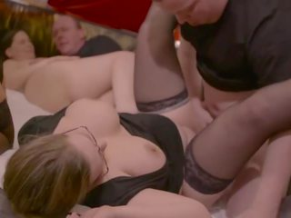 Inside a Mature Amateur Swingers Club, Porn d2