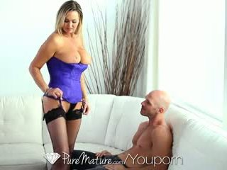 Hd puremature - tettona milf abbey brooks licks ice cream e tastes cazzo