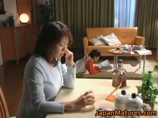 Kåt japansk eldre babes suging part2