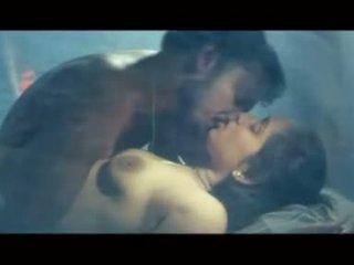 csókolózás, piercingek, romantikus