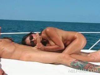 brunette actie, groot grote borsten, meest pijpbeurt porno