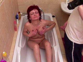 Mature Mom gets Pee Shower and Bating Her Pussy with Bat