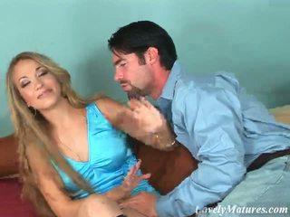 Seductive blondýna vyzreté naivka jaime elle teasing a nadržané gombík s ju assets