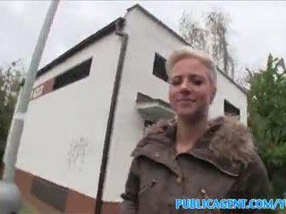 Publicagent zunge pierced blond fucks im öffentlich