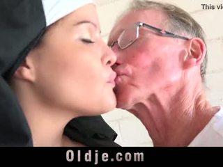 ישן אדם גורם צעיר monastery נזירה fornicate