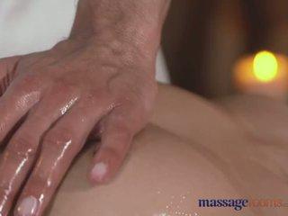 Pijat rooms seksi sempit remaja dengan pert buah dada gets gambar/video porno vulgar pengobatan