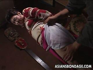 Ázijské vyzreté suka has a rope session na vydržať