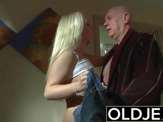 Mesum esuk bayan old young porno moderate gets fucked