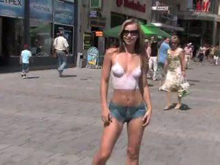 u naakt in het openbaar scène, echt exhibitionisme thumbnail, blond tube