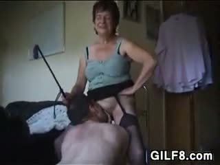 Dominating grannyen wants muntlig kön