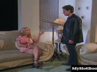 Brittney skye was 準備 到 得到 她的 的陰戶 stuffed. 她.