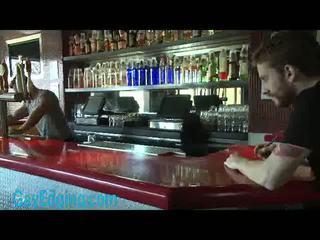 Mišičasti bartender veza in edged