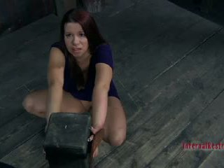 Sarah blake getting nailedsomething twisted 是 關於 到 發生 到 sarah blake2