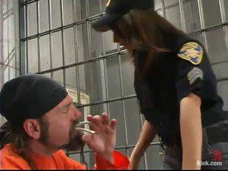 Sleaze poliisi upseeri gia jordan dominated ja tehty rakkaus sisään the takapuoleninokan hole mukaan inmate