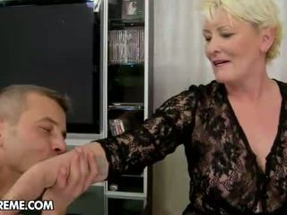 een oma actie, moms and boys vid, granny fucking thumbnail
