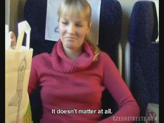 Public la dracu pe tren