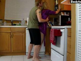 Mãe lets filho elevador dela e moagem dela quente cu até ele cums em sua calções