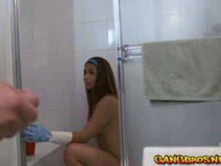 امرأة سمراء, جديد اللسان المثالي, الصغيرة الثدي على الانترنت