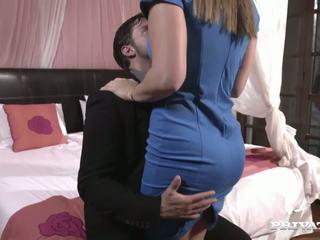 Round Ass MILF Danni Daniels Cleans the Cum off a Cock