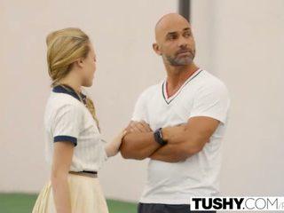 Tushy pirmais anāls par teniss studente aubrey zvaigzne