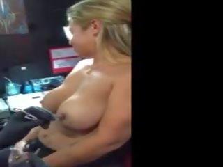 Schmerz voll saugen boobs von dame porno fotos