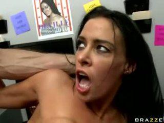 meer brunettes vid, grote tieten, pornosterren thumbnail