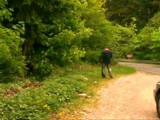 Grande y bella gorda madura abuelita con grande tetas follada en la bosque