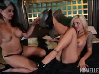 brunette video-, groot grote borsten porno, controleren likken film