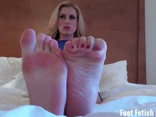 Blow a big hot load all over my sexy size 10 kaki